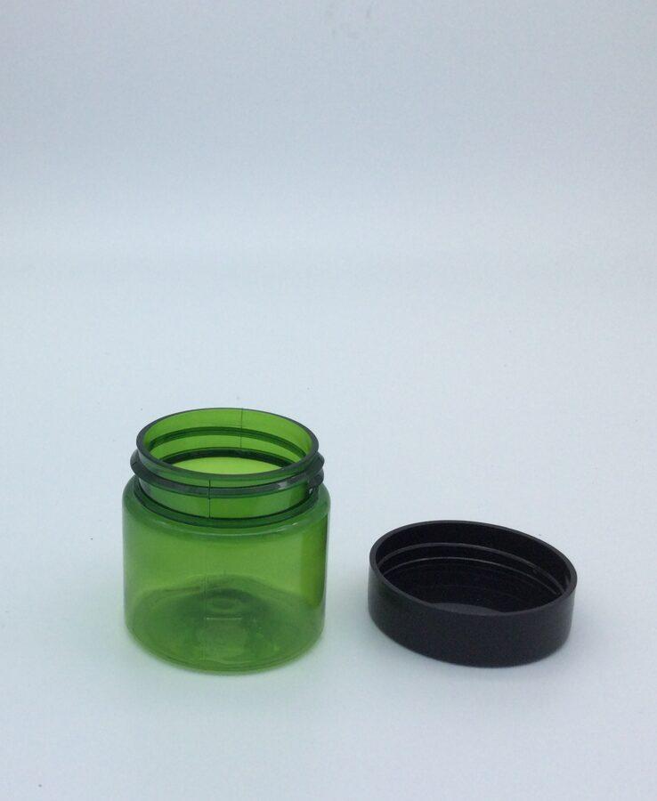 Zaļš krema trauciņš