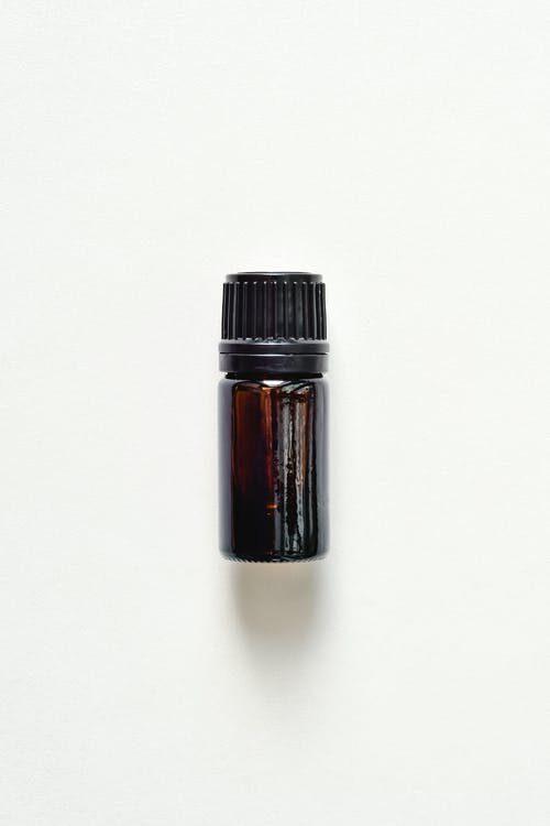 Melnā pipara ēteriskā eļļa